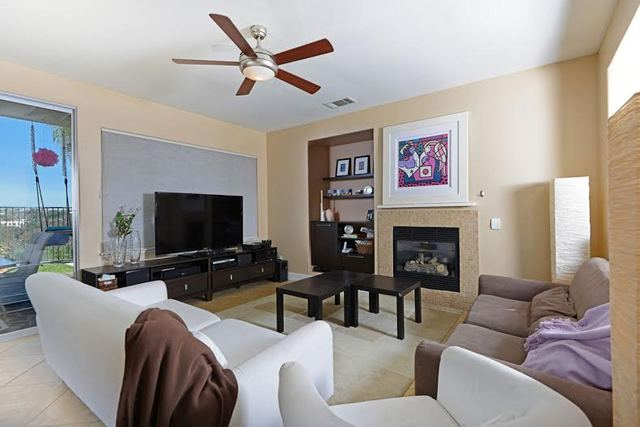 1712-Bluebird-lane-livingroom