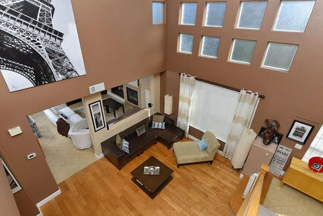 1712-Bluebird-lane-livingroom2